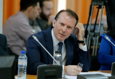 S&P urcă la stabil, de la negativ, perspectiva ratingului României deoarece guvernul a risipit riscurile